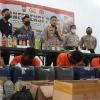 tujuh-pengedar-narkoba-dan-ratusan-botol-miras-diamankan-polres-blitar-kota