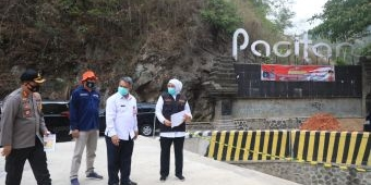 Minta Utamakan Keselamatan Pengguna Jalan, Khofifah Tinjau Jembatan Tangkeban Ponorogo-Pacitan