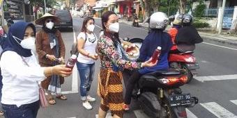 Dandan ala Mbok Jamu Gendong, Komunitas Ladies Scooter Gresik Kampanyekan Gemar Minum Jamu