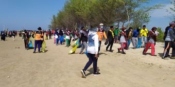 Peringati Hari Sampah Sedunia, KPMM Kerja Bakti Bersih-Bersih Pantai Legend Padelegan Pamekasan