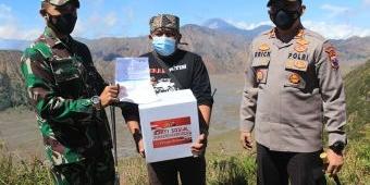 Kapolres Pasuruan Pimpin Penyaluran Bansos dan Vaksinasi Pelaku Wisata Bromo