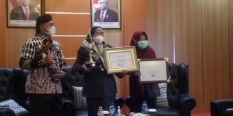 Bupati Sumenep Terima Penghargaan Anugerah Parahita Ekapraya Tingkat Madya