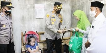 100 Hari Kerja, Kapolres Probolinggo Serahkan Santuan kepada Anak-Anak Penderita Hidrosefalus