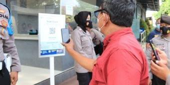 Masuk Polres Tuban, Warga Wajib Scan QR Code Menggunakan Aplikasi PeduliLindung