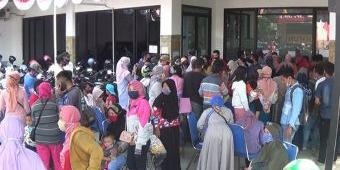 Ratusan Warga Jombang Serbu Bantuan UMKM Senilai Rp 2,4 Juta dari Presiden