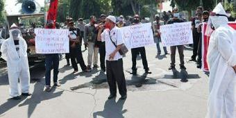 Dianggap Tumpul Tangani Kasus Korupsi, Kejari Jombang Didemo Projo Ber-APD Lengkap