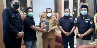 Bawaslu Kota Surabaya Serahkan Laporan Hasil Pengawasan Pilkada 2020 ke Pemkot dan DPRD