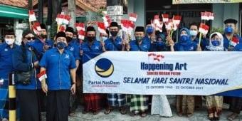 Peringati Hari Santri, Kader Nasdem Kabupaten Kediri Bagikan Bendera Merah Putih
