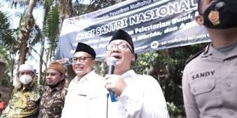 Peringati Hari Santri, Pesantren Jatinom Tanam 1.000 Pohon Durian Musangking, Alpukat, Anggur