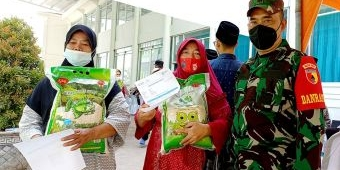 Ikut Vaksinasi di Kampus IKHAC Pacet, Pulang Dapat Sembako dan Kacang Hijau