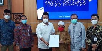 Gus Yani Berikan Beasiswa Hingga S1 Untuk Fahrur Rozi, Bocah yang Ditinggal Mati Kedua Orang Tuanya