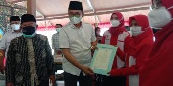 Bupati Bangkalan Serahkan Sertifikat Halal Bagi Pelaku UMKM