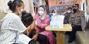 Sambut Dirgahayu Kemerdekaan RI, Polresta Sidoarjo Suntik Vaksin Covid-19 Pelajar Papua
