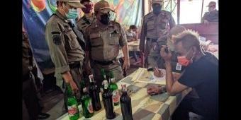 Sediakan Miras, Warung-warung di Telaga Ngipik Diobrak Satpol PP Gresik