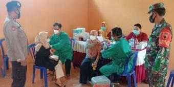 Jajaran Kodim 0805/Ngawi Gelar Vaksinasi di Desa Jeblogan