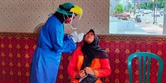 Perluas Testing, Satgas Buka Layanan Tes Antigen Gratis di Alun-Alun Kota Blitar