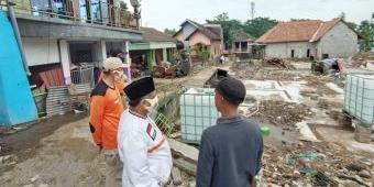 PKS Jatim Salurkan Air Bersih untuk Korban Banjir Jombang