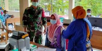 Sukseskan Program Vaksinasi, Satgas Covid-19 Kecamatan Montong Dampingi Warga untuk Vaksin