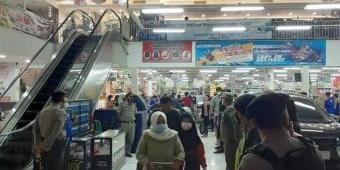 Pengunjung Membeludak Jelang Lebaran, Satgas Covid-19 Tuban Razia Pusat Perbelanjaan