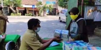 Inovasi Baru, SMPN 1 Gurah Kabupaten Kediri Terapkan Pinjam Buku Secara Drive Thru