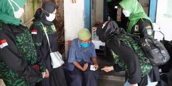 Peringati Hari Kartini, Srikandi GPK Jombang Gelar Baksos Bagi-bagi Sembako