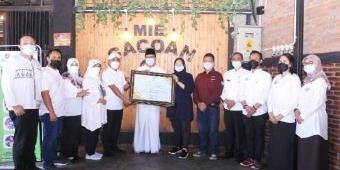 Apresiasi Wajib Pajak Teladan, Wali Kota Pasuruan Beri Penghargaan Pelaku Usaha Taat Pajak