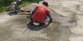 Baru Tiga Bulan Pengerjaan, Jalan Desa Denanyar Jombang Sudah Rusak