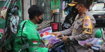 Serbuan 1 Ton Bantuan Beras Polres Blitar Kota, Sasar Ojol hingga Abang Becak