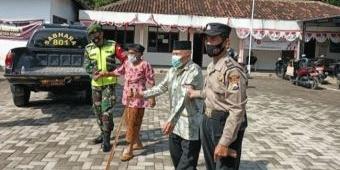 Percepatan Vaksinasi Lansia, Petugas Gabungan di Ngawi Jemput Bola