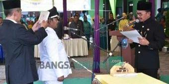 Lantik Dua Kades Terpilih, Bupati Jombang Ingatkan Pelayanan untuk Masyarakat