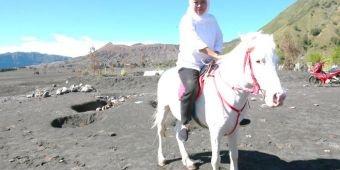 Wisata Gunung Bromo Dibuka Hari Ini, Gubernur Khofifah: Protokol Kesehatan Wisatawan Dimonitor