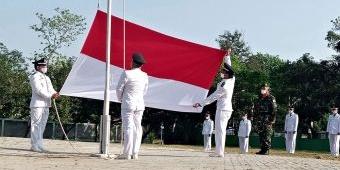 Peringatan HUT ke-76 RI, Camat Saradan Jadi Inspektur Upacara, Pengibar Benderanya Para Kades