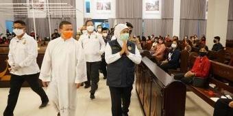 Kunjungi Gereja Santa Maria di Sidoarjo, Khofifah Ingatkan Prokes Tak Kendor