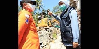 Gubernur Khofifah Naik Motor 4 Km, Tinjau Korban Gempa di Lumajang