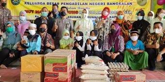 Sambut HUT Ke-76 MA, PN Bangkalan Serahkan Bansos ke Yayasan Darunnajah dan Masyarakat Terdampak