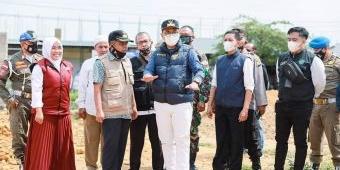 Kades Bungbaruh Menangis Saat Bupati Pamekasan Kunjungi Warganya yang Dapat Bantuan RTLH