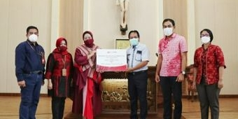 Bank Jatim Serahkan CSR untuk Gereja Santa Maria Assumpta Caruban