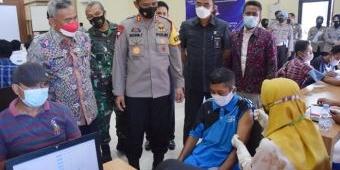 Hari Lalu Lintas ke-66, Satlantas Polres Pamekasan Gelar Bhakti Polisi dan Vaksinasi untuk Tunawisma