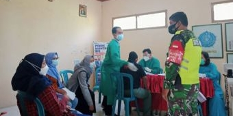Koramil Geneng Pantau Pelaksanaan Vaksinasi di Desa Dempel