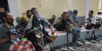 Dilarang Takbiran Keliling, Warga Wates Gelar Takbiran di Emperan Masjid