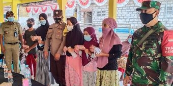 Kades Morobakung Gresik Salurkan Bantuan APBD untuk Janda dan Yatim