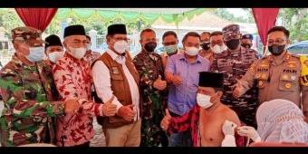 Istimewa, Vaksinasi Kades Jambu Bangkalan Disaksikan Forkopimda dan Muspika