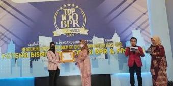 BPR Jwalita Trenggalek Raih Penghargaan Top 100 dari The Finance