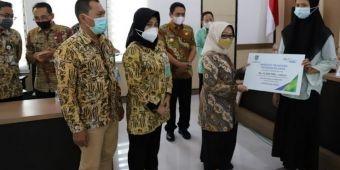 Bupati Jombang Serahkan Beasiswa Pendidikan Program JKM