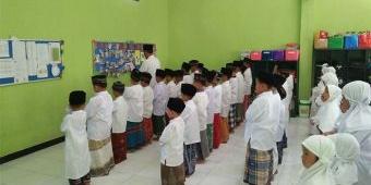 Peringati HSN, Siswa SDI Aulia Prambon Sholat Ghaib dan Galang Dana