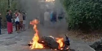 Kepergok Saat Beraksi, Motor Pencuri Kotak Amal di Probolinggo Dibakar Massa, Pelaku Babak Belur