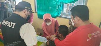 Didampingi Bupati Kediri, Kepala BIN Jatim Tinjau Vaksinasi Pelajar Dosis Kedua