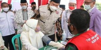 Bupati Yuhronur Tinjau Pelaksanaan Vaksinasi Merdeka Serentak di Pondok Pesantren