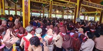 Membeludak, Pelaksanaan Vaksinasi Covid-19 di Pendopo Agung 2 Bangkalan Timbulkan Kerumunan