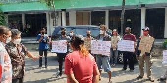 Resah Adanya PPKM Darurat, Puluhan PKL Jombang Demo: Lama-lama Kami Bisa Mati Karena Stres